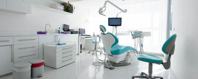 El instrumental básico para clínica dentales en Salvador Navarro